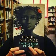 Viajamos de la mano de Isabel Allende hasta Una isla bajo el mar.