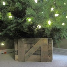 Barn door Christmas tree stand, how-to. (Trying to get away from my tired Christmas tree skirt that I have no time to replace.) Plus directions for a simple manger, and other cute ideas. Christmas Tree Bucket, Cowboy Christmas, Little Christmas Trees, Diy Christmas Tree, Primitive Christmas, Country Christmas, Xmas Tree, Christmas Holidays, Merry Christmas