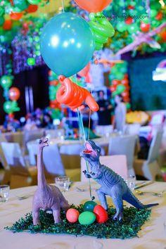 Milo's Jurassic Park Themed Party – Table centerpiece Birthday Party At Park, Spongebob Birthday Party, Birthday Party Tables, Dinosaur Party, Dinosaur Dinosaur, 5th Birthday, Birthday Ideas, Kids Party Centerpieces, Birthday Party Table Decorations