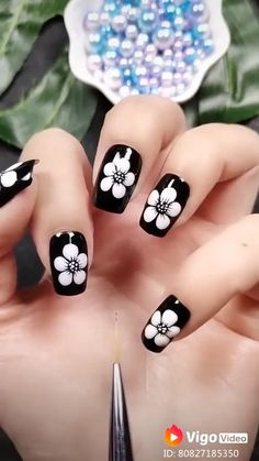 Feather Nail Designs, Dot Nail Designs, Nail Art Designs Videos, Nail Art Videos, Simple Nail Art Designs, Easy Nail Art, Nails Design, Feather Nail Art, Skull Nail Art
