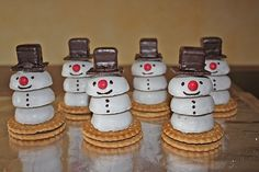 Snowmen from Toffi-Fee Coffee Cupcakes, Fun Cupcakes, Gingerbread Cupcakes, Party Buffet, Christmas Snacks, Food Humor, Party Snacks, Creative Food, Food Art