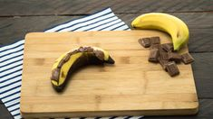 Rezept: Schokobananen vom Grill Grill Dessert, Fingerfood Party, Butcher Block Cutting Board, Food For Thought, Barbecue, Grilling, Deserts, Food And Drink, Banana