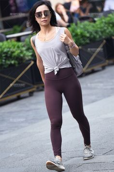 Yoga Pants Girls, Asian Woman, Eyewear, Tights, Sporty, Sexy, How To Wear, Women, Fashion
