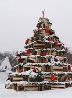 Love this lobster trap tree ~ from the Kennebunkport Christmas Prelude Celebration Slideshow on Yankee Magazine ~ photos by Robert Dennis