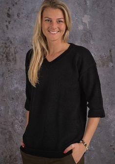 Gratis opskrift på strikket damesweater med 3/4 ærmer og v-hals