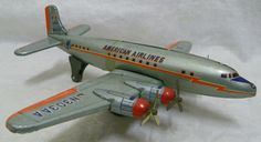 MOMOYA SHOTEN Vintage Japanese Tin Litho Toy American Airlines Friction Airplane #MomoyaShoten Airplane Toys, Airplanes, Antique Toys, Vintage Toys, 1980 Toys, Tin Toys, Battery Operated, Vintage Japanese, Diecast