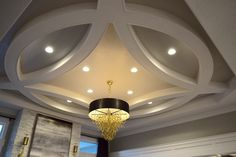 Round ceiling molding detail