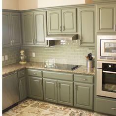 Микеланджело, кухни на заказ в Москве. Кухня  с фасадами из массива бука. Актуальный оливковый цвет. Изготовлена в Твери. Универсальная модель. Может быть окрашена в любой цвет по палитре Ral. В июле очень низкая цена. Цена данной конфигурации 135 тыс.!!! Присылайте Ваши размеры на mikuhni@mail.ru Viber/WhatsApp +79264933993#фотокухни #фотоквартир #красиваямебель #красивыекухни #кухнимикеланджело #мебельназаказ #мебельроссии #мебельмосквы #мебель #кухниназаказ #дизайн #дизайнер #дизайнкухни…