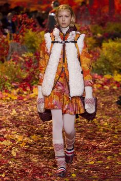http://www.vogue.com/fashion-shows/fall-2017-ready-to-wear/moncler-gamme-rouge/slideshow/collection