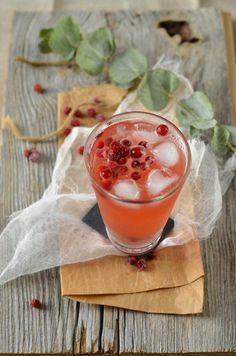 Cocktail sans alcool aux cranberries et citron vert {detox} - Tangerine Zest
