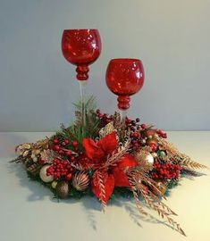 Exceptional Xmas decorations tips are offered on our site. Check it out and you will not be sorry you did. Outside Christmas Decorations, Christmas Swags, Christmas Candles, Christmas Themes, Christmas Flower Arrangements, Christmas Table Centerpieces, Diy Weihnachten, Ideas Navideñas, Nuevas Ideas