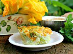I sformatini di fiori di zucca ripieni di tonno e formaggio è un secondo ma anche un antipasto dove il mare si sposa veramente bene con la campagna.