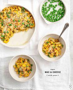 Macarrones & queso veganos con guisantes