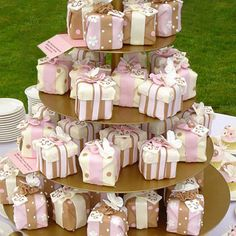 Love the idea of individual cakes! Who wouldn't want a package like this!