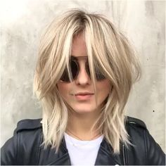 Love this new look on our beautiful #901girl @juleshough by @riawnacapri ・・・ We're bring it back, and switchin it up, introducing @juleshough #ModernDayShag ✂️✂️✂️ With some beigey @jazzyyfeyy pop! (and if you are a #BeautyCoach you know what I'm talkin about! ) Loving this little change so much! ❤️ When your growing out your hair, make sure to have fun in the process!!! We do!!! Love you #JulesMyMuse