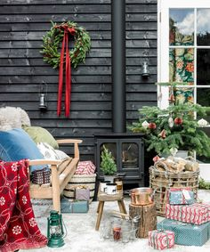 Home Interior Pictures 40 Coolest Winter Porch Decor Ideas – Outdoor Christmas Lights House Decorations Christmas Fireplace Garland, Christmas House Lights, Christmas Front Doors, Christmas Living Rooms, Rustic Christmas, Christmas Home, Christmas Ideas, Magical Christmas, Elegant Christmas