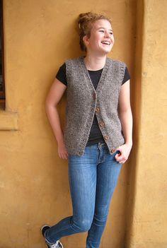 Ravelry: Calidez Vest pattern by Jenjoyce Design Free Knitting Patterns For Women, Crochet Patterns, Knitting Ideas, Knit Vest Pattern, Knit Picks, Ravelry, Yarn Projects, Lana, Knit Crochet