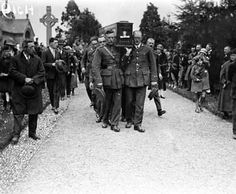 Pall Bearers drawn from the members of the squad shoulder the coffin Michael Collins to his Glasnevin buriel plot