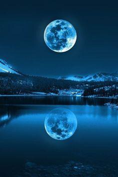 """Blue Moon,Úlfhéðinn Rising.  """"El plenilunio marcó el inicio de la cuenta atrás para la isla de Fjalley""""."""
