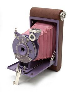 Kodak Petite [http://www.blondeshotcreativeblog.com/2011/03/my-vintage-camera-collection.html