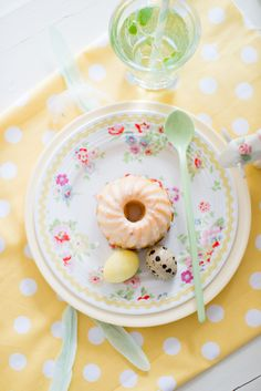 Minty House photo, Minty Easter, Easter, Easter Deco, Spring time, yellow, eggs, melamine spoon, minty mint, Cath Kidston