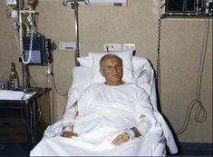 Recuperándose del atentado. 19 de mayo de 1981  Beato Juan Pablo II  Conoce su vida de santidad en www.aciprensa.com/juanpabloii