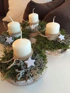Simple and clever! christmas tablescapes , Simple and clever! Simple and clever! Christmas Table Centerpieces, Christmas Tablescapes, Christmas Candles, Rustic Christmas, Xmas Decorations, Christmas Projects, Christmas Time, Christmas Wreaths, Christmas Crafts