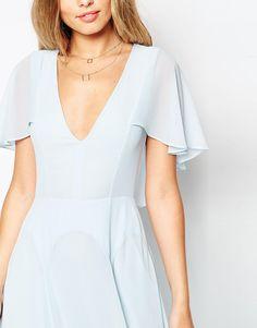Imagen 3 de Vestido largo con capa en la parte posterior mangas onduladas de ASOS PETITE