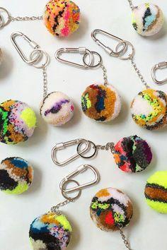 Handmade, heirloom textiles for the home. Pom Pom Crafts, Yarn Crafts, Diy Crafts, Fun Crafts For Kids, Arts And Crafts, Homemade Rugs, Pom Pom Rug, Creation Deco, Passementerie