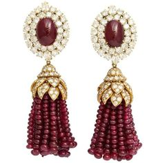 Magnificent Van Cleef Arpels Ruby Diamond Day and Night Tassel... (852.870 BRL) ❤ liked on Polyvore featuring jewelry, earrings, ruby cabochon earrings, tassel jewelry, beading earrings, diamond jewellery and tassle earrings