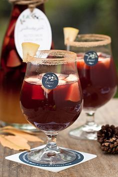 Autumn Sangria with Pinot Noir, the cider and fresh apples make this a perfect large-batch drink for a fall party. Fancy Drinks, Vodka Drinks, Cocktail Drinks, Yummy Drinks, Alcoholic Drinks, Beverages, Fall Sangria, Fall Cocktails, Holiday Drinks