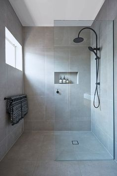 Master Bathroom Shower Walk in shower are classy and functional for any kind of bathroom. Best Bathroom Designs, Bathroom Layout, Modern Bathroom Design, Bathroom Interior Design, Bathroom Ideas, Bathroom Organization, Bathroom Cleaning, Shower Designs, Bath Ideas