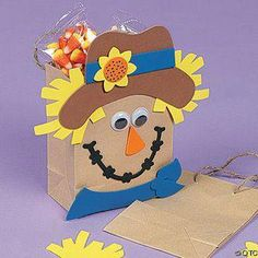Celebrate fall and with this scarecrow gift bag craft project. Autumn Activities For Kids, Fall Crafts For Kids, Thanksgiving Crafts, Toddler Crafts, Kids Crafts, Art For Kids, Dulceros Halloween, Halloween Infantil, Paper Bag Crafts