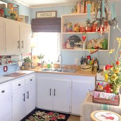 Retro Kitchens, Cabin Kitchens, Country Kitchens, Cozy Kitchen, Kitchen Stuff, Kitchen Decor, Norwegian Style, Bungalow Kitchen, Cottages And Bungalows