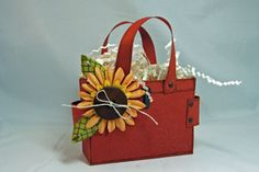 Splitcoaststampers - Totally Tote Bag tutorial by Leigh O'Brien Treat Bags, Gift Bags, Goody Bags, Paper Purse, Paper Bags, 3d Paper Crafts, Purse Tutorial, Card Tutorials, Cute Gifts