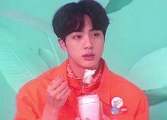 Jin my bias💟💟💟 Bts Bangtan Boy, Bts Taehyung, Bts Jungkook, Seokjin, Kpop Gifs, Bts Funny Videos, About Bts, Worldwide Handsome, Bts Edits