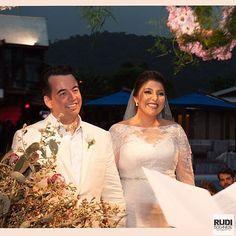 Aline e Renzo. Emoção e alegria na celebração do casamento dos dois. Foto#rudibodanese  @barbaradayb @alinecantu #santacatarina #alineerenzo