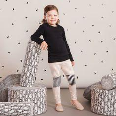 TILKKU junior leggings, puuteriroosa - vanilja| NOSH Lasten talvimallistossa seikkailevat lempeän pehmeät jääkarhut, graafiset raidat ja ilmeikkäät leikkaukset. Tutustu mallistoon ja tilaa verkosta, NOSH vaatekutsuilta tai edustajalta www.nosh.fi / (This collection is available only in Finland )