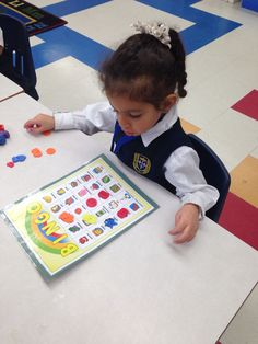 Learning new vocabulary in French  Kindergarten  Joan of Arc Academy