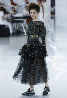 A genialidade de Karl Lagerfeld volta a mostrar-se na coleção de alta costura da Chanel, para a primavera/verão 2014. A coleção foi apresentada na Semana de Moda de Alta Costura de Paris, que decorre de 19 a 24 de janeiro.