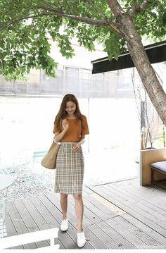 Korean street fashion – Korean fashion outfits – – - New Site Celebrity Fashion Outfits, Korean Fashion Trends, Korea Fashion, Asian Fashion, Modest Fashion, Look Fashion, Girl Fashion, Fashion Bloggers, Long Skirt Fashion