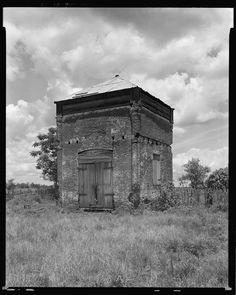 Twin House, Burnside vic., Ascension Parish, Louisiana. Abandoned Plantations, Louisiana Plantations, Louisiana Homes, Louisiana History, Old Mansions, Abandoned Mansions, Abandoned Buildings, Abandoned Places, Southern Architecture