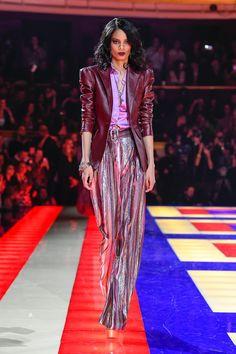 The World's Fashion Business News Fashion Week, Love Fashion, Fashion Trends, Tommy Hilfiger Looks, Business Fashion, Personal Style, Ready To Wear, Women Wear, Sari