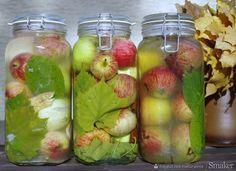 Kiszone jabłka, przysmak Słowian Yummy Snacks, Yummy Food, Healthy Cooking, Healthy Recipes, Christmas Food Gifts, Yummy Mummy, Antipasto, Kitchen Recipes, Superfood