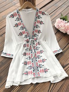 You are going to rock this Embroidered Tunic Top! It's casual yet oh so chic! Only $23.99 & Free shipping & Easy Return + Refund! Pair it with leggings to catch more fashion wave.
