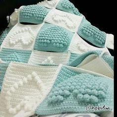 Sonunda kalpli battaniyeyi iki renk yapma firsati buldum #battaniye…