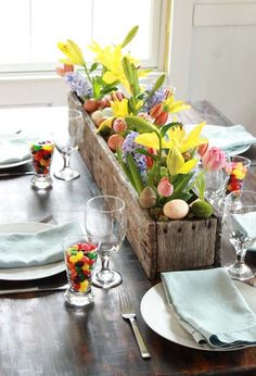 Easter Brunch Decor - Love the cups of jelly beans and bring spring flowers for spring #tablescapes #easter