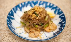 Scallops with Glass Noodles Stir-Fry Looks amazing cooking time😊🍷💜 Seafood Salad, Fish And Seafood, Noodle Recipes, Seafood Recipes, Cellophane Noodles, Noodle Salad, Noodle Soup, Garlic Chives, Gourmet
