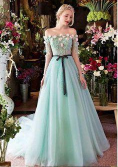 439fed7d598 Princesse robe de soirée verte longue orné de fleurs avec ceinture noire  Belle Robe De Soirée