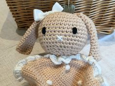How adorable are these little taggy blankets? Crochet them for the babies in your life and make a couple of extra for gifts! Crochet Gifts, Crochet Toys, Crochet Baby, Knit Crochet, Free Crochet, Crochet Classes, Crochet Projects, Baby Patterns, Crochet Patterns